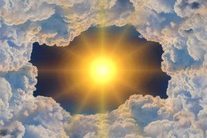 雲に包まれた太陽