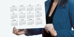 カレンダーを持つ人