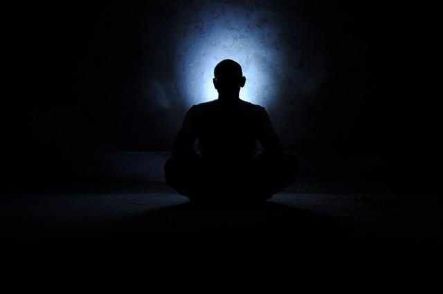 マントラとは?瞑想を始め、生活に取り入れると心と体にいい変化がある!